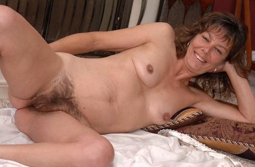 mes seins et mon cul de cougar pour jeune mec 053