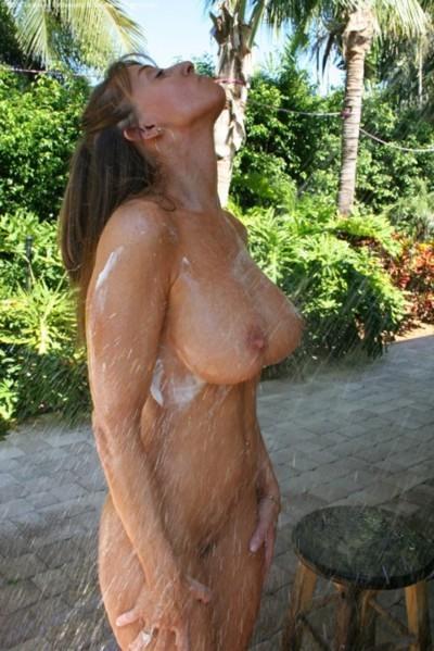 Hot pic femme toute nue du 48