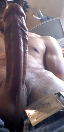 femme pulpeuse nue exhibe sur le 17