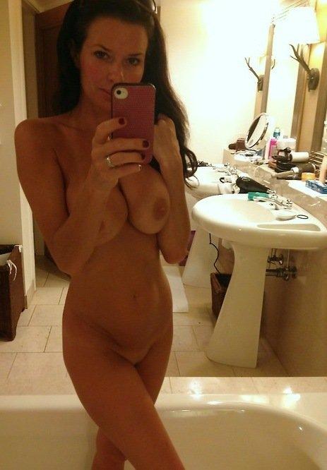 photo de femme toute nue du 25